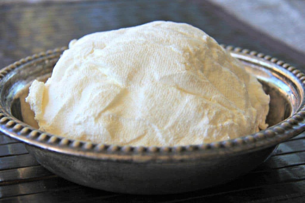 How to Make Labna Cheese From Yogurt