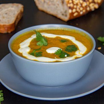 How to Make Easy Carrot Orange and Ginger Soup www.compassandfork.com